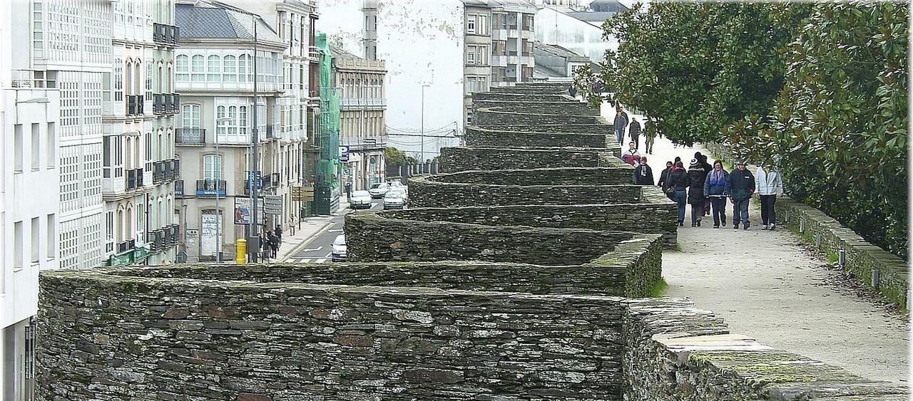 Que hacer en Lugo. Pasear por la muralla romana de Lugo